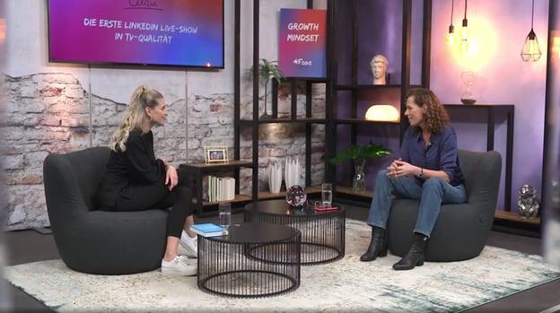 Céline Flores Willers mit Miriam Wolfarth bei 45DIVE
