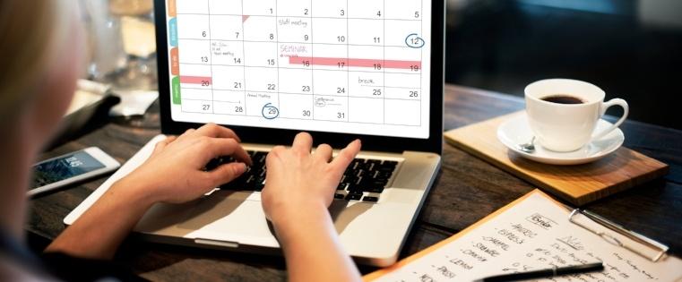 So betten Sie Kalendereinladungen direkt in Ihre E-Mails ein (Google Kalender, iCal & Outlook)