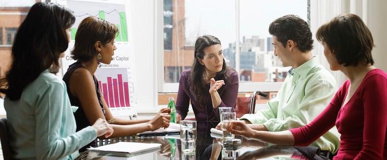 Die grundlegende Anleitung für eine optimale Zusammenarbeit von Marketing & Vertrieb [Kostenloses Set + Vorlagen]