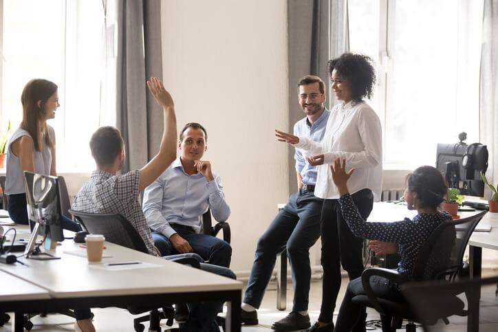 Besprechungen organisieren: So erstellen Sie eine Tagesordnung (inkl. Vorlage)