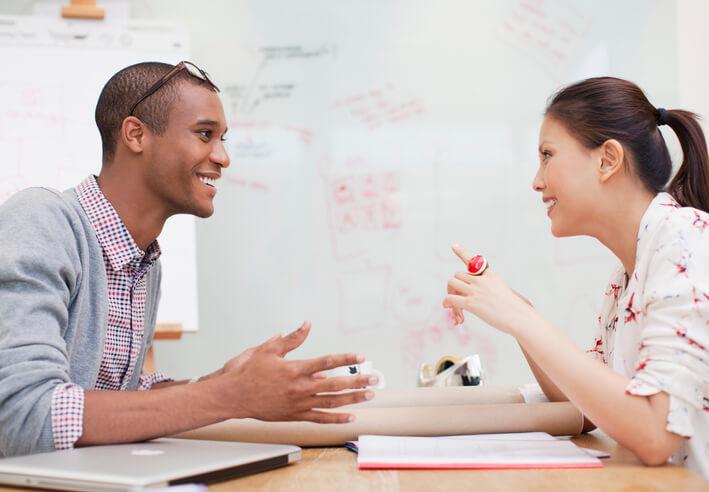 Leitfaden: So erkennen Sie nonverbale und verbale Kaufsignale