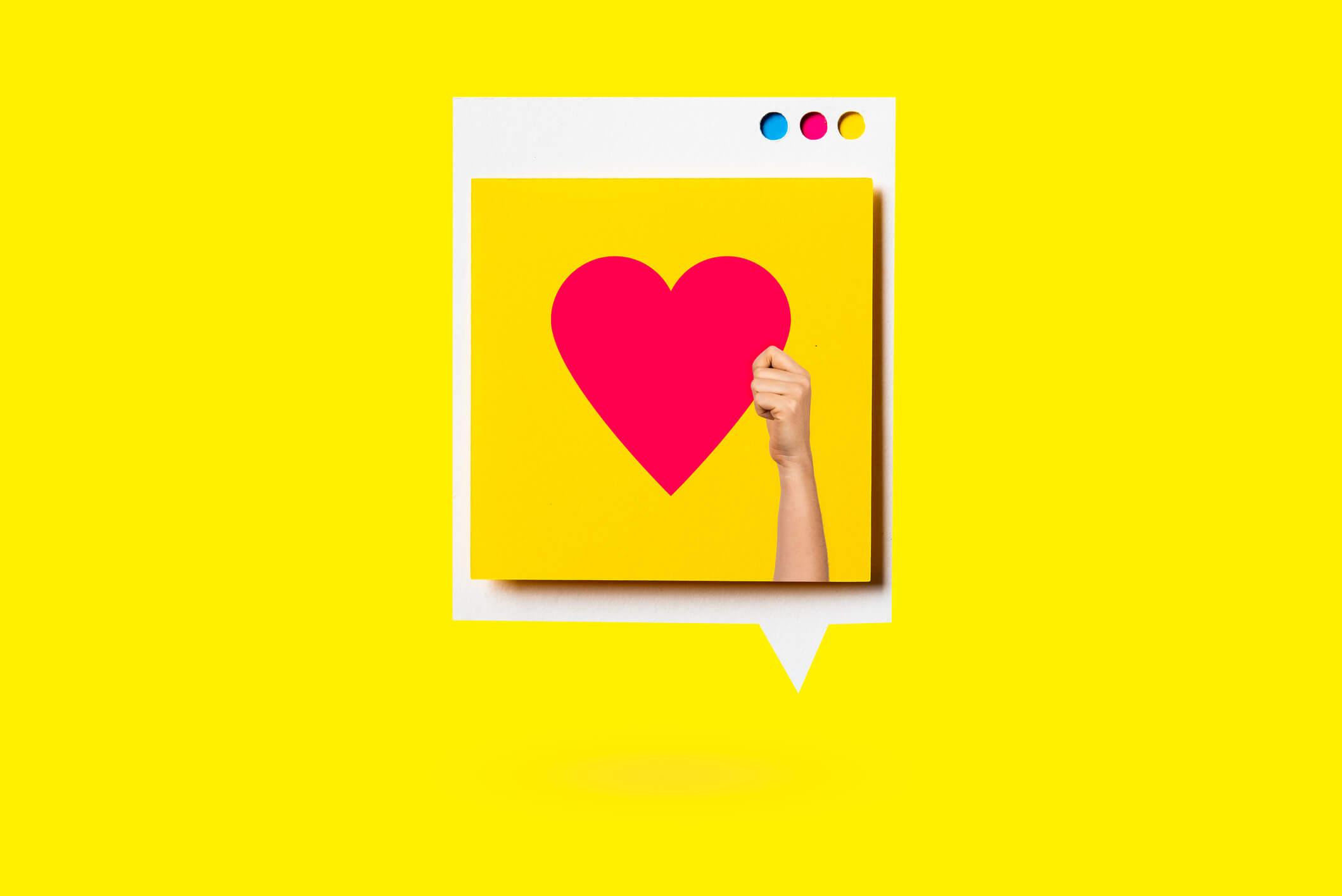 Instagram-Post-zeigt-Hand-die-Herz-hält