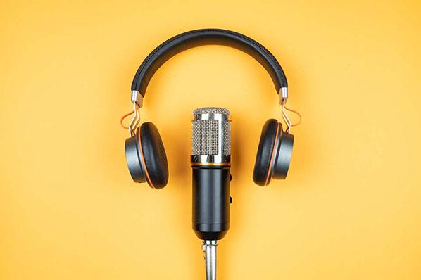 8 hörenswerte Unternehmens-Podcasts im deutschsprachigen Raum