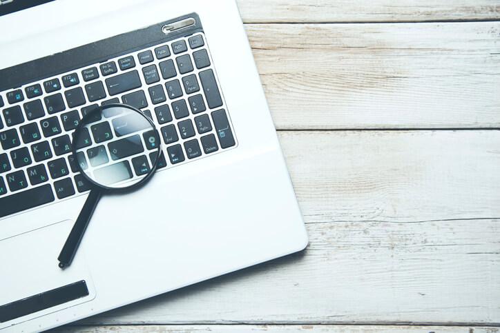 Lupe auf Laptop Keyboard