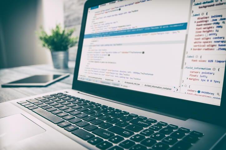 WordPress-Shortcode-auf-Laptop-Bildschirm-angezeigt