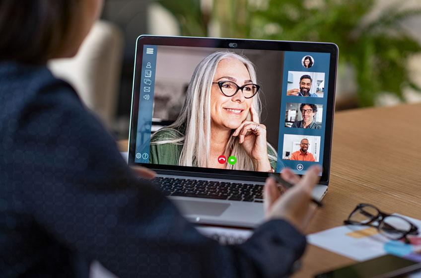 meeting-regeln-frau-in-video-call