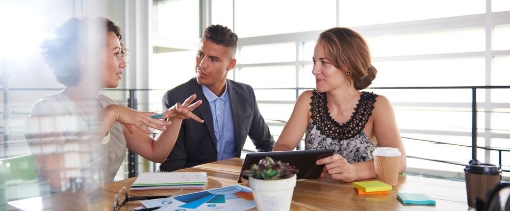 Wie Sie Präsentationen für Vertriebsgespräche erstellen, die Ihr Publikum fesseln [kostenloses E-Book]