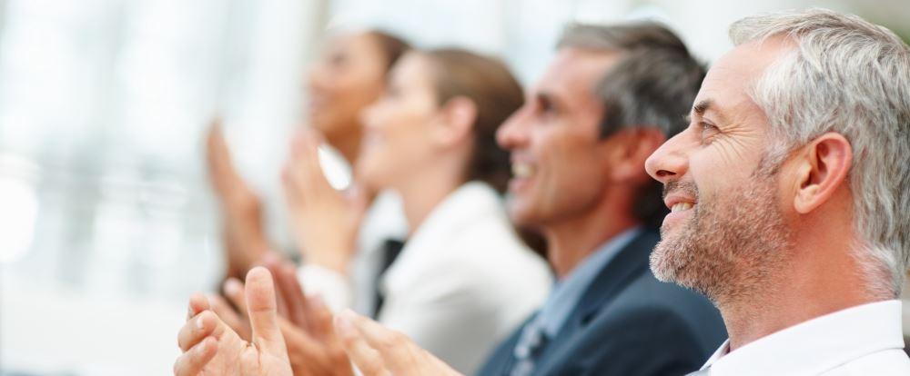 Wie Sie eine Business-Präsentation halten, die der Führungsriege würdig ist [kostenloser Leitfaden]